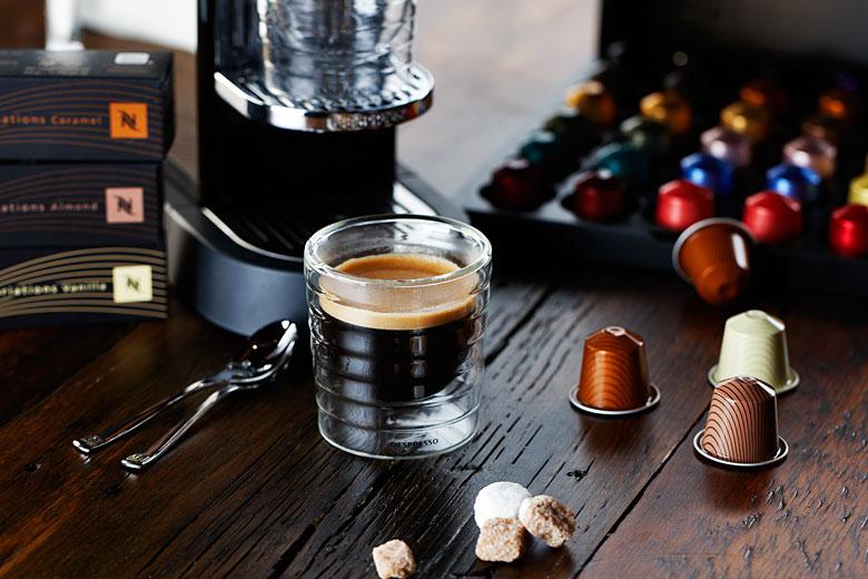 L'expérience Nespresso prend vie en boutique. Prenez-y part et découvrez le monde des Boutiques Nespresso de chez vous, comme si vous y étiez! Vous serez immergé dans l'univers Nespresso, comme si .