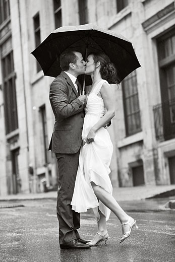 Rain wedding photography, Montreal wedding photography under the rain
