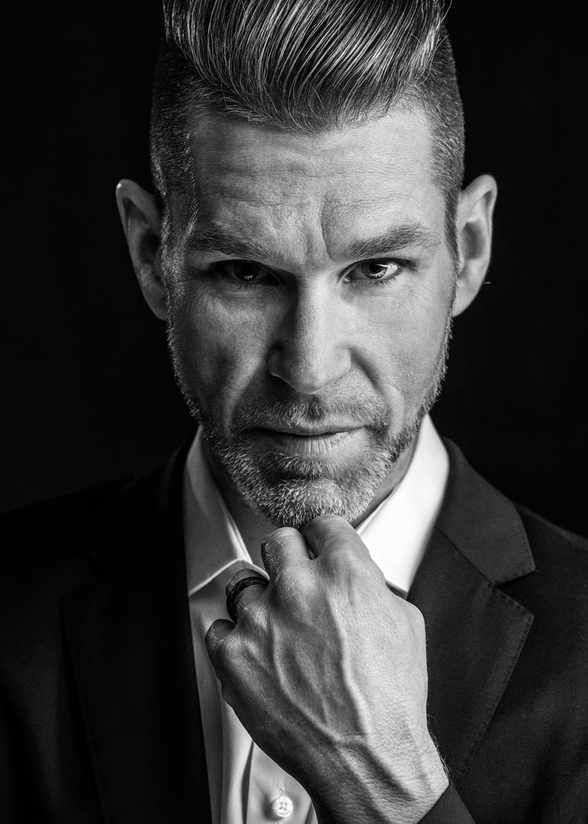 black and white portrait by Montreal photographer Vadim Daniel, artistic headshot