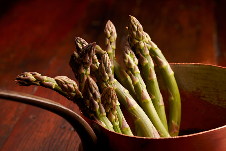 photo of asparagus, by Montreal studio photographer Vadim Daniel