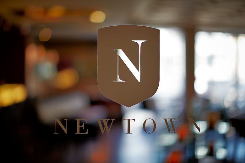 newtown - gourmet restaurant, Montreal. Logo photo