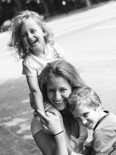 mother with kids editorial portrait in Montreal