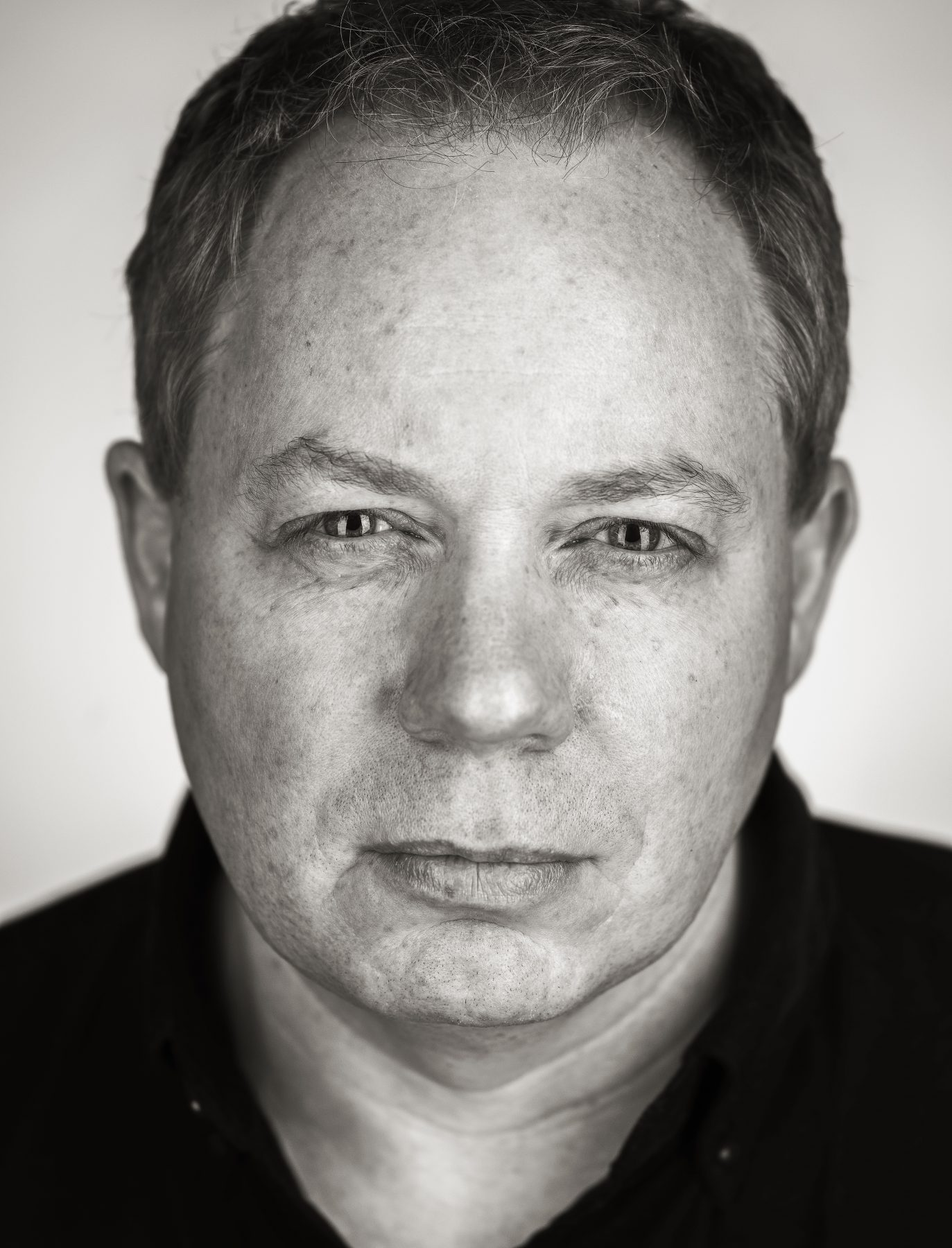 Martin Schoeller closeup portrait style photography with Hasselblad H4D 40, Montreal headshot photography