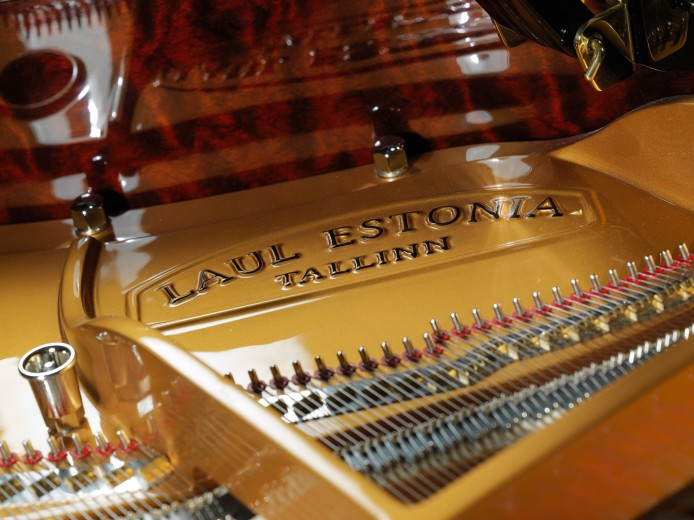 commercial product photography in Montreal piano store