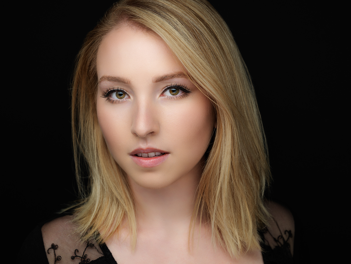 makeup beauty portrait, Riva, headshot in Montreal by Montreal photographer Vadim Daniel